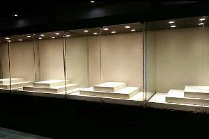 大连某展馆博物馆沿墙展柜